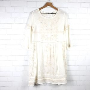 Anthropologie Akemi Kin embroidered dress | Size M